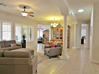 Comfy 4BR Home, Well Appointed, Near Mesa Airport