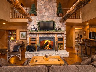 Great Room Wood-burning fireplace & HDTV