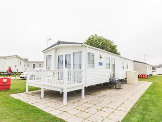 8 Berth Caravan in Hopton Haven Holiday Park, Great Yarmouth Ref: 80006 Greenway