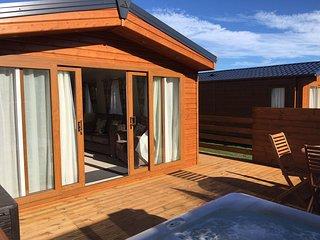 Farne Lodge (with Hot Tub)