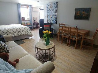 Fox Farm Suite 2 room suite, full bath, private entr, kitchenette 2 beds + couch