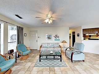FB04 Vacation Condo, Large Shared Pool,1 Bedroom, 1 bath, Sleeps 4