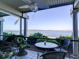 Mariner Pointe #1051: Incredible Bay Front Views, Great Location & Amenities!