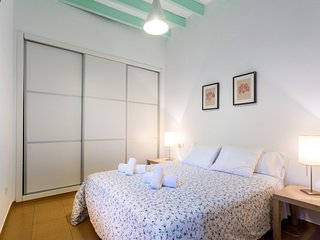 In the center of Seville with Internet, Air conditioning, Lift, Washing machine