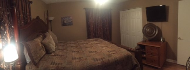 KING GUEST BEDROOM WITH LARGE CLOSET, FLAT SCREEN HD/TV/DVD COMBO. HARDWOOD FLOORS AND CEILING FAN.