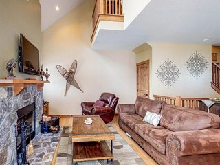 Dog-friendly Alpine home w/private hot tub & firepit - near skiing!