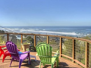 Hot tub, TWO kitchens and AMAZING ocean views from large circular deck!