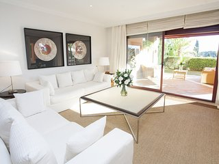 Apartment a short walk away (326 m) from the 'Playa de Los Monteros' in Marbella
