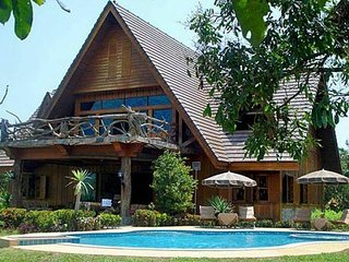 Magnificent Mountain View Retreat with Private Swimming Pool.(B/B bookings only)