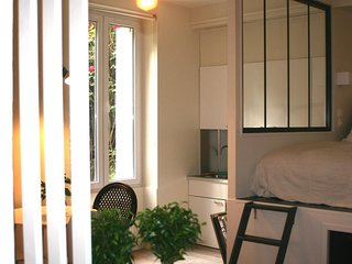 1.2 km from the center of Paris with Internet, Lift (372200)