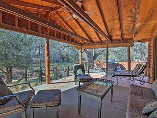 NEW! 2BR Cabin w/Firepit - Steps from Verde River!
