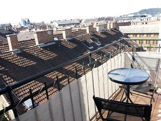 Studio apartment 449 m from the center of Budapest with Internet, Lift, Terrace