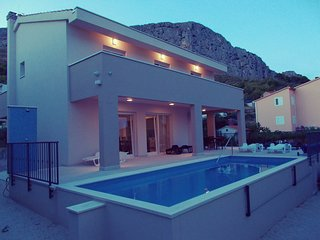 NEW! Comfortable Villa Leonore with pool, close to town, sandy beach and sea