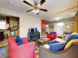 Colorful 3BR Artist Home - Walking Distance to the Beach in Galveston