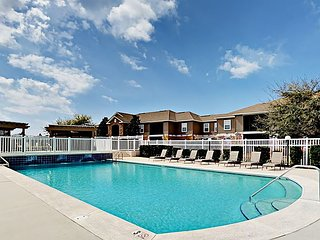3BR Condo w/ Pool, Close to the Action: Near Beach, Tanger Outlets & OWA