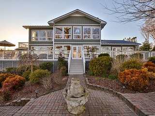 High-End Waterfront Lake House – Close to Downtown Nashville