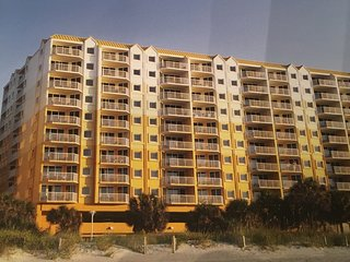 Great Vacation 2 Bedroom; Extra Clean Condo; Easy access to beach