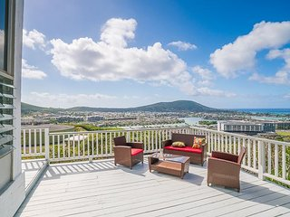 Hawaii Kai 4BR w/ Wraparound Lanai & Unobstructed Ocean Views - Near Beaches