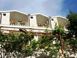 Premium Studio apartment for 5 persons with balcony, 500m beach, Old Town core