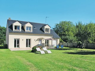 6 bedroom Villa in Châteauneuf-du-Faou, Brittany, France : ref 5438244