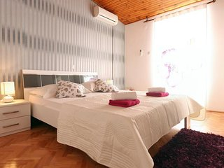 Premium tripple room with balcony in Old Town core