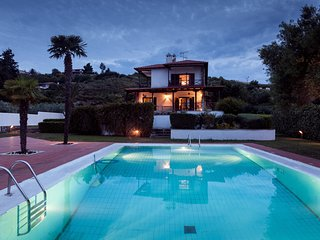 Villa Escada - 5 Bedrooms, Private Pool, Garden