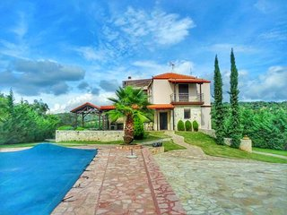 Villa Scala - 5 Bedrooms, Private Pool, Garden