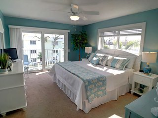 Condo in Paradise - Private White Sand Beach in Florida Keys (Key Colony Beach)