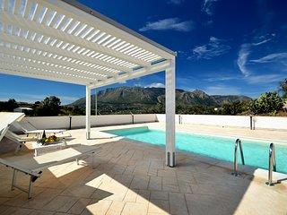 AL070 - Villetta con piscina privata 8 posti parcheggio climatizzata bbq