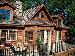 5 Night Vacation at Bluegreen Wilderness Club at Big Ceder in Ridgedale, MO.