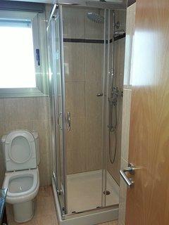Baño, con ducha en cabina