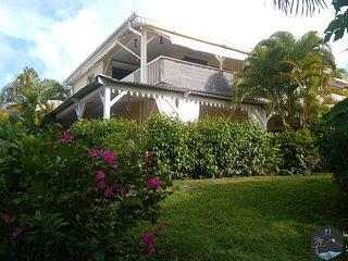 Logement Canasuc (bas de villa) jardin et piscine