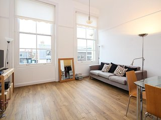 On the Quay - gorgeous 2 bedroom flat in landmark building - incredible location