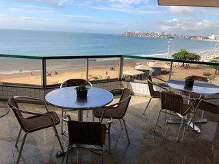 Lindo apartamento na orla da Praia do Morro com 4 quartos