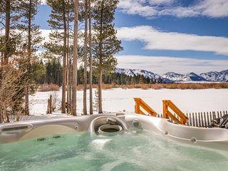 Quiet, conveniently located, w/ a private hot tub - dogs OK!