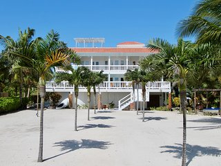 Villa Aurora Estate 5BR/5BA Luxurious Beachfront Villa