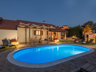Holiday House Pustic