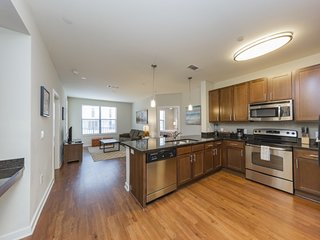 Lush SoBe Nashville 2 Bedroom Condo-Free Parking!