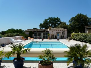 LS2-276 CANELLO, charming little rental in the heart of the Luberon