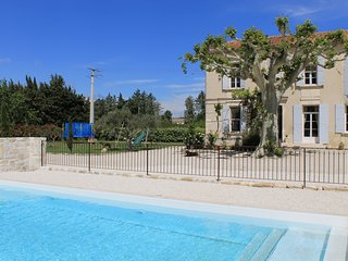 LS6-249 EMPERALIO Beautiful provencal Mas with swimming pool close to Avignon