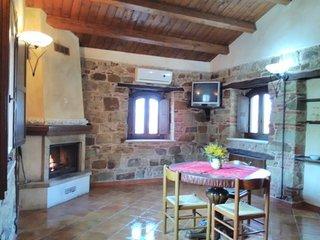 Casa vacanze con camino, vista montagna, parco delle Madonie, con colazione