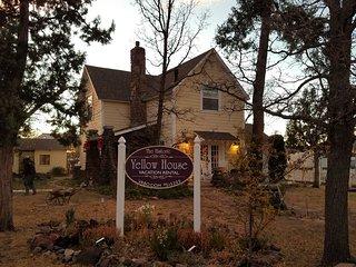 Historic Home on Route 66. Near Grand Canyon Railway, Bearizona, Golf, Shopping