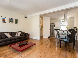 Fantastic 2 bedroom apartment with roof terrace in central London.