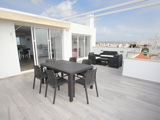 Beautiful 2 Bedroom Penthouse Apartment with Stunning Panoramic Sea Views