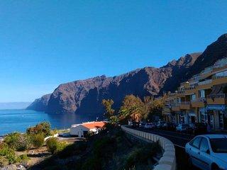 Stunning Views Across The Atlantic Ocean & Spectacular Cliffs. Sleeps 4| EVA