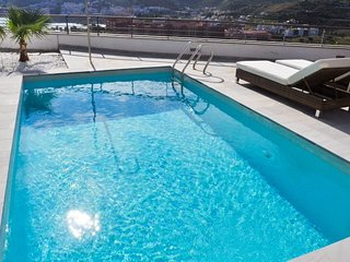 Peaceful located holiday home with pool, little garden, ocean view &near beach