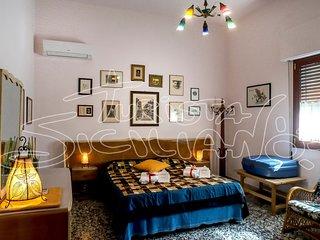 'Villa del Papiro' appartamento al centro di Marina di Ragusa in stile Liberty