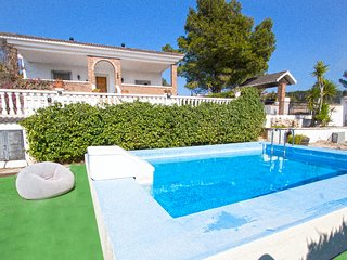 Villas Tortosa for 9 guests, only 20km to the beaches of Costa Dorada! Catalunya