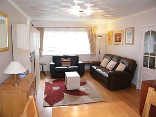 The Hollies, 2 Bed Bungalow. Saundersfoot 1.5 miles. Tenby 3 miles.