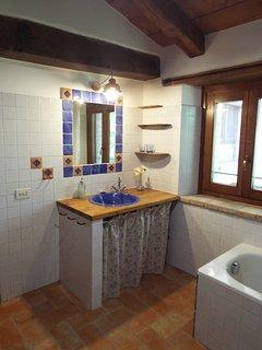 Large Apartment - the Bathroom
